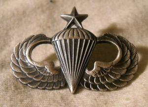 Parachutist badge ( Senior)  minimum 30 jumps